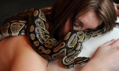 Необычный спа-салон со змеями