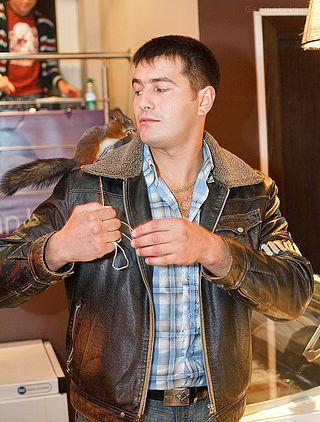 По Минску ездит такси с ручной белкой