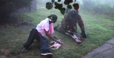 Пожарный спас двух собак во время пожара