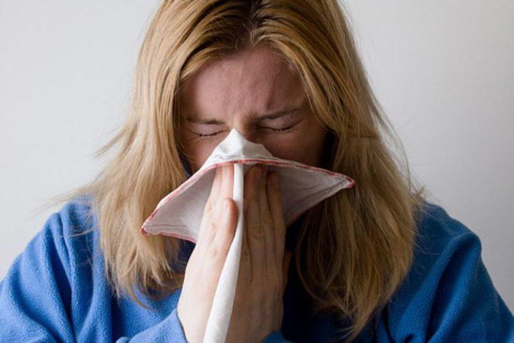 Трое из десяти человек с аллергией или астмой испытывают проблемы после общения с животными